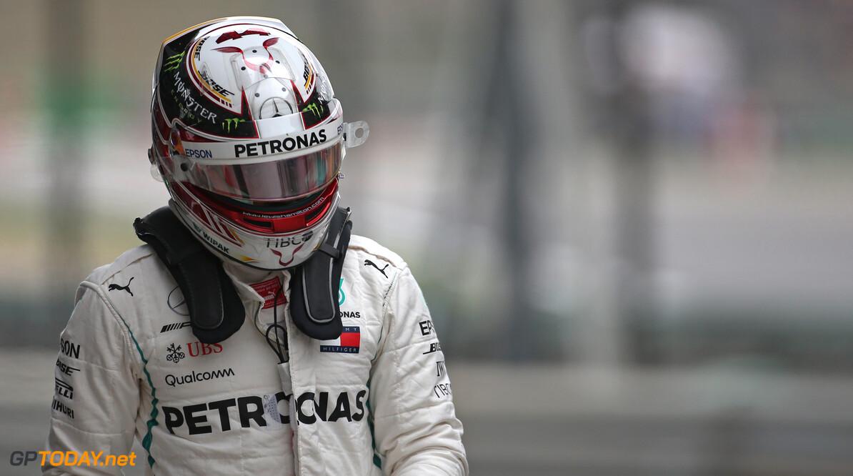 """Hamilton: """"Hydraulisch probleem was er al voor rijden over kerbs"""""""