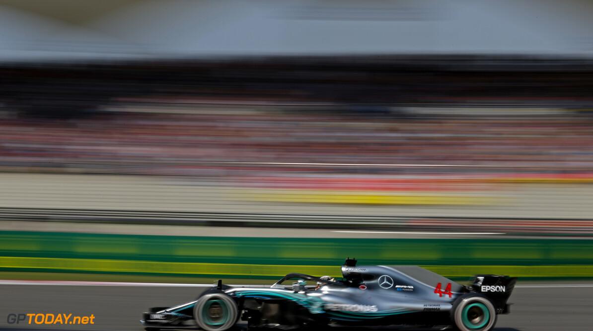 Hamilton pakt pole position, Verstappen verslaat Ricciardo voor vijfde plek