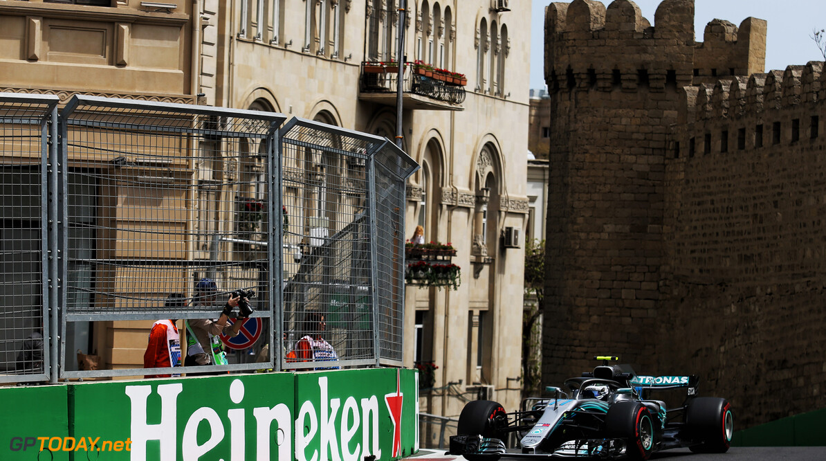 VT1: Bottas voor Ricciardo, opnieuw schuiver van Verstappen