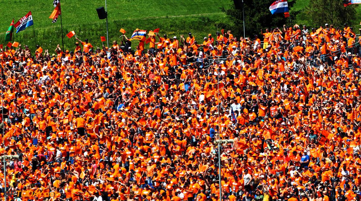 <b>Video:</b> Nederlandse fans dollen met de Duitse TV-zender RTL