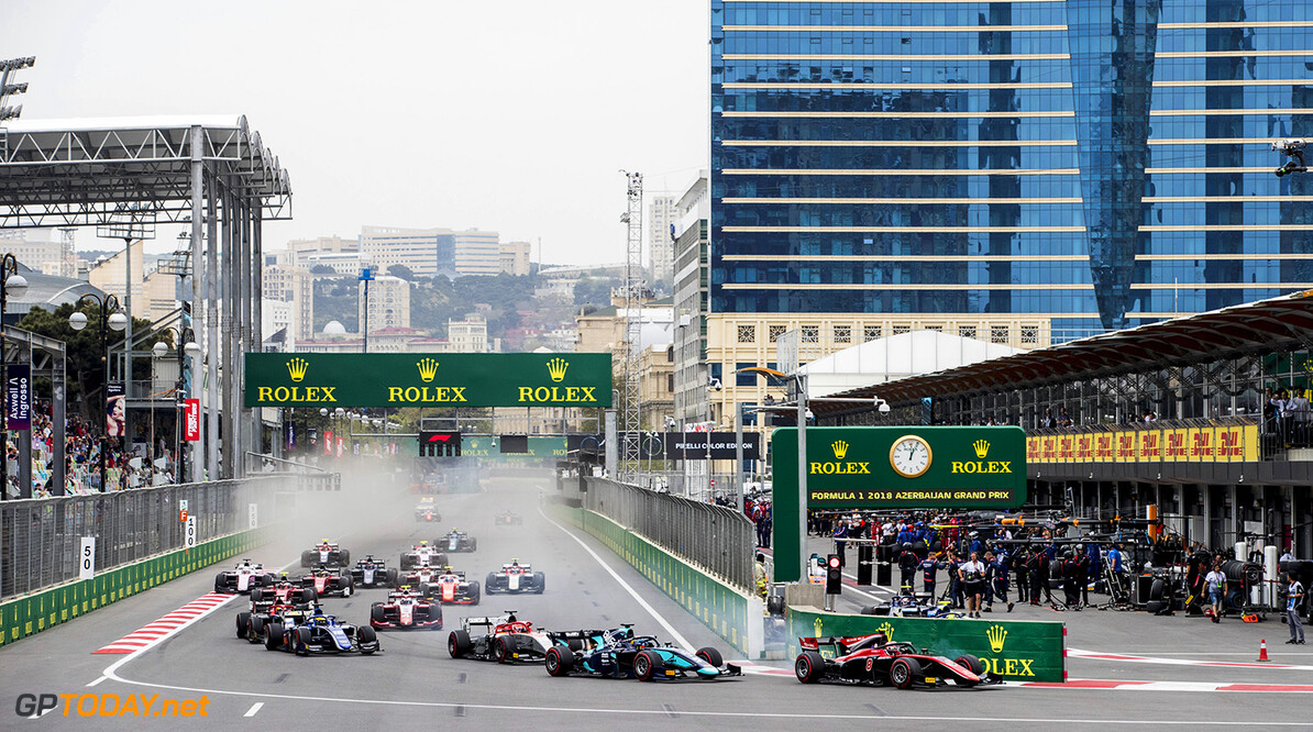 FIA Formula 2 Series - Round 2 Baku City Circuit, Baku, Azerbaijan Saturday 28 April 2018 George Russell (GBR, ART Grand Prix), leads Alexander Albon (THA, DAMS) and the rest of the field at the start of the race. World Copyright: Zak Mauger/LAT Images ref: Digital Image   Zak Mauger    f2 race one 1 feature action