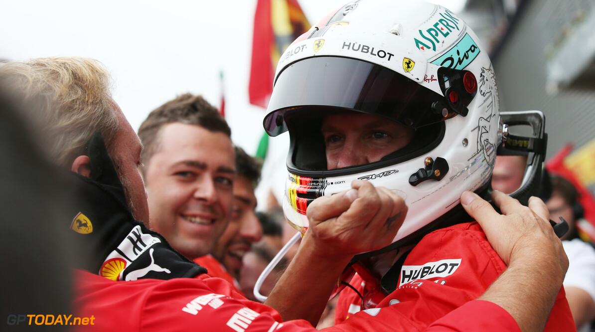 """Vettel legt crash uit: """"De koppeling bij Kimi zit aan de andere kant"""""""