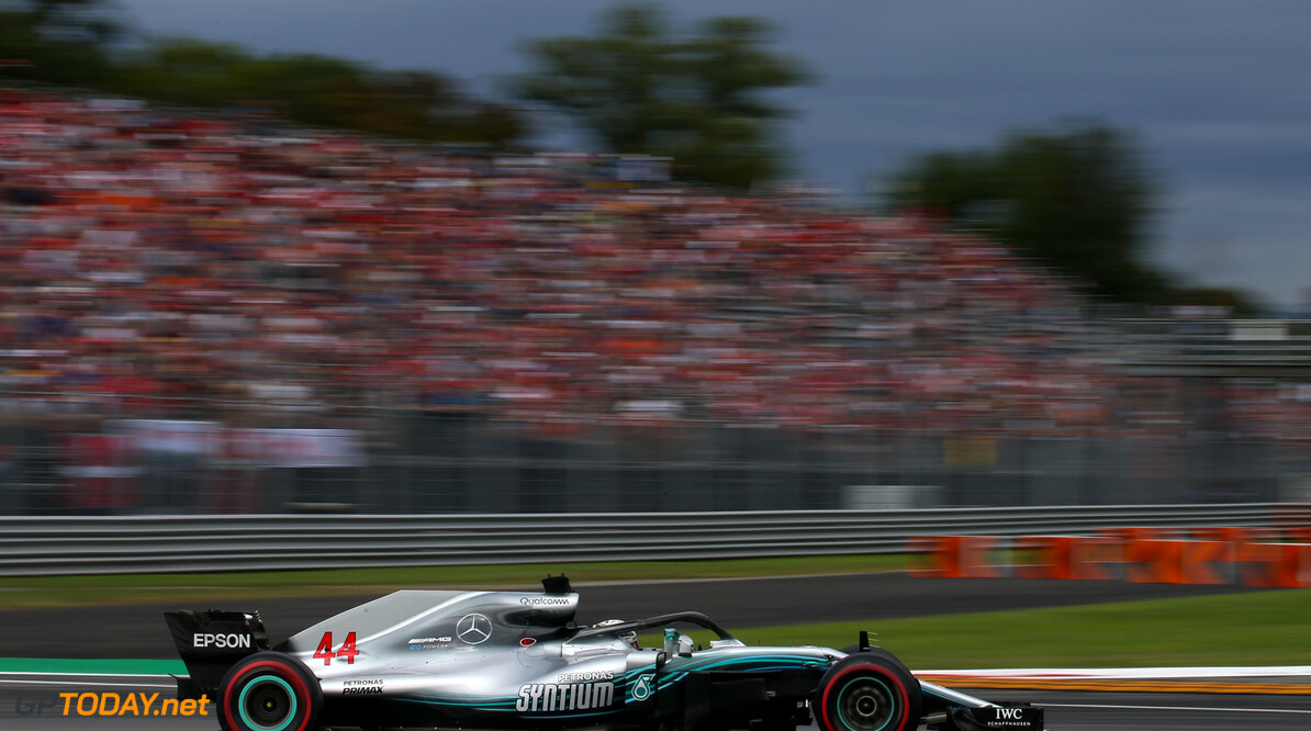 """Uitgejouwde Lewis Hamilton blijft sportief: """"Felicitaties aan Ferrari"""""""