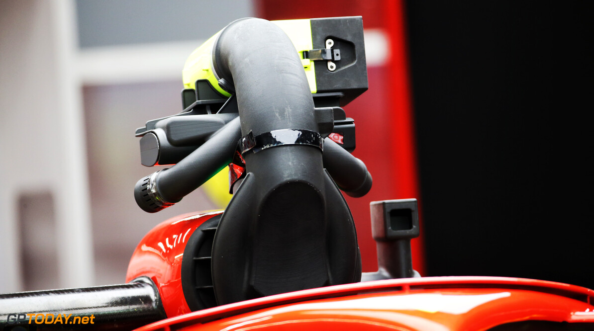 Ferrari belemmert camerazicht in Singapore