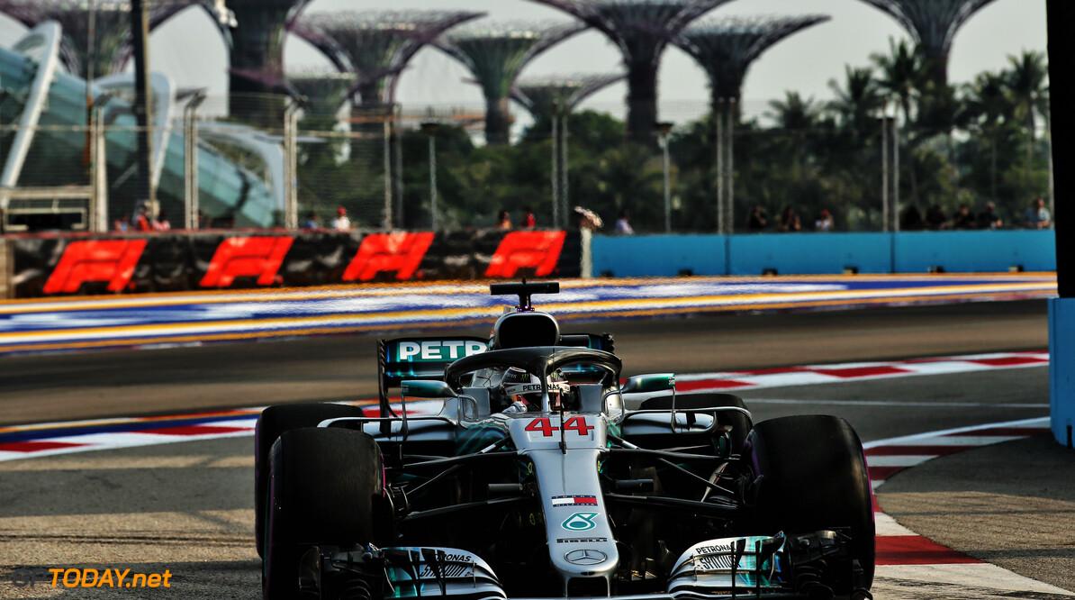 Hamilton predicts three-way fight at Singapore