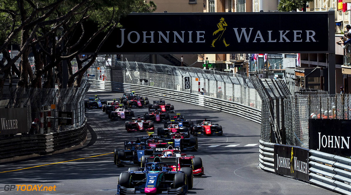 FIA Formula 2 Series - Round 4. Monte Carlo, Monaco. Friday 25 May 2018. Alexander Albon (THA, DAMS), leads Nyck De Vries (NLD, PERTAMINA PREMA Theodore Racing) and the rest of the field at the start of the race. World Copyright: Zak Mauger / FIA Formula 2. ref: Digital Image   Zak Mauger    f2 race one 1 feature action