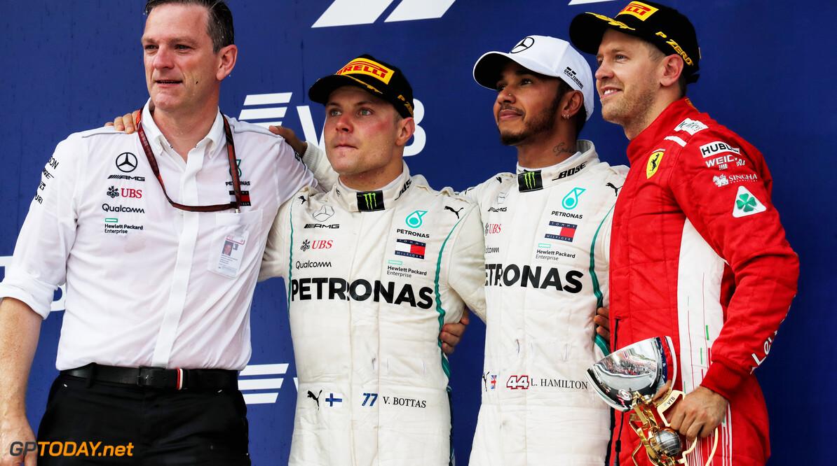 """Hamilton: """"Toon eens wat meer respect voor Sebastian Vettel"""""""