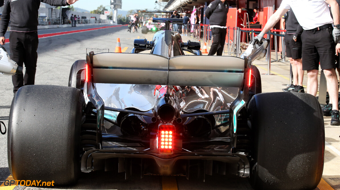F1 to use rear wing endplate lights in 2019
