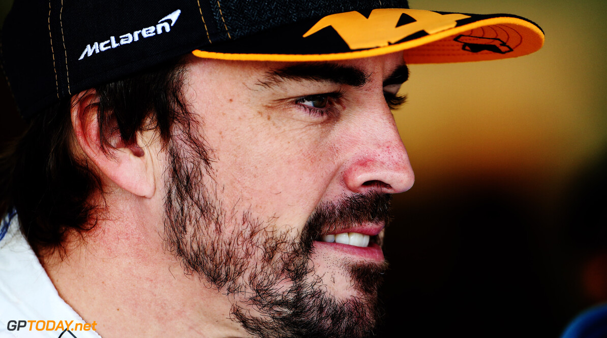 Fernando Alonso en Jimmie Johnson testen 26 november elkaars auto