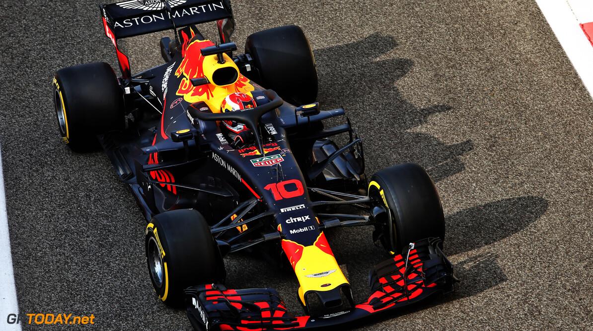 <strong>Testupdate Abu Dhabi (1):</strong> Sainz neemt plaats in de McLaren MCL33, Leclerc het snelste