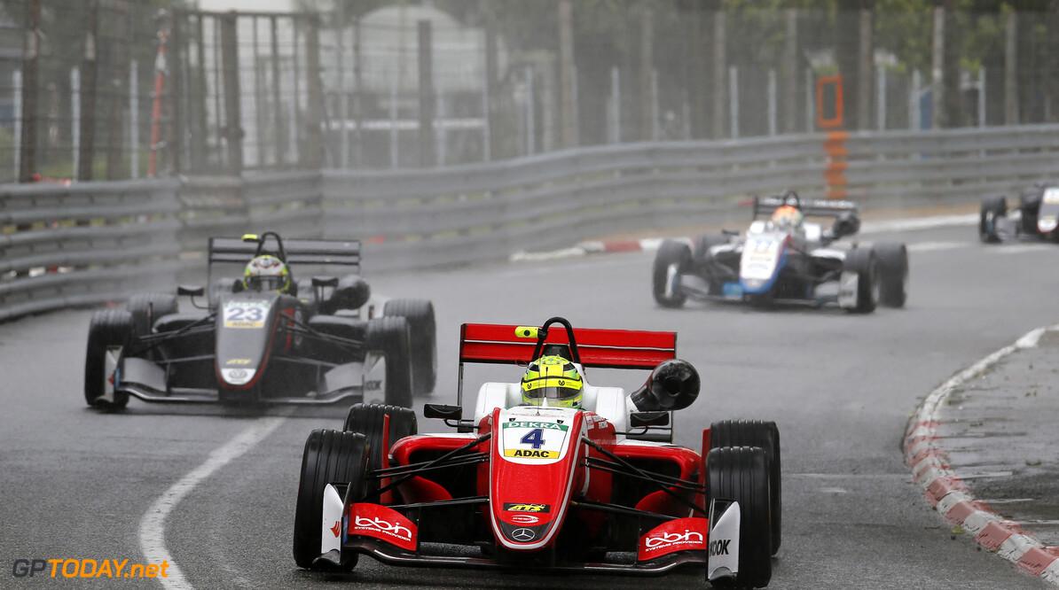 FIA Formula 3 European Championship, round 1, race 3, PAU (FRA) 4 Mick Schumacher (DEU, PREMA Theodore Racing, Dallara F317 - Mercedes-Benz), 23 Jonathan Aberdein (RSA, Motopark, Dallara F317 - Volkswagen), FIA Formula 3 European Championship, round 1, race 3, Pau (FRA), 11. - 13. May 2018 FIA Formula 3 European Championship 2018, round 1, race 3, Pau (FRA) Thomas Suer Pau France