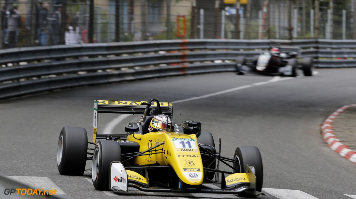 FIA Formula 3 European Championship, round 1, race 2, PAU (FRA) 11 Sacha Fenestraz (FRA, Carlin, Dallara F317 - Volkswagen), 13 Fabio Scherer (CHE, Motopark, Dallara F317 - Volkswagen), FIA Formula 3 European Championship, round 1, race 2, Pau (FRA), 11. - 13. May 2018 FIA Formula 3 European Championship 2018, round 1, race 2, Pau (FRA) Thomas Suer Pau France