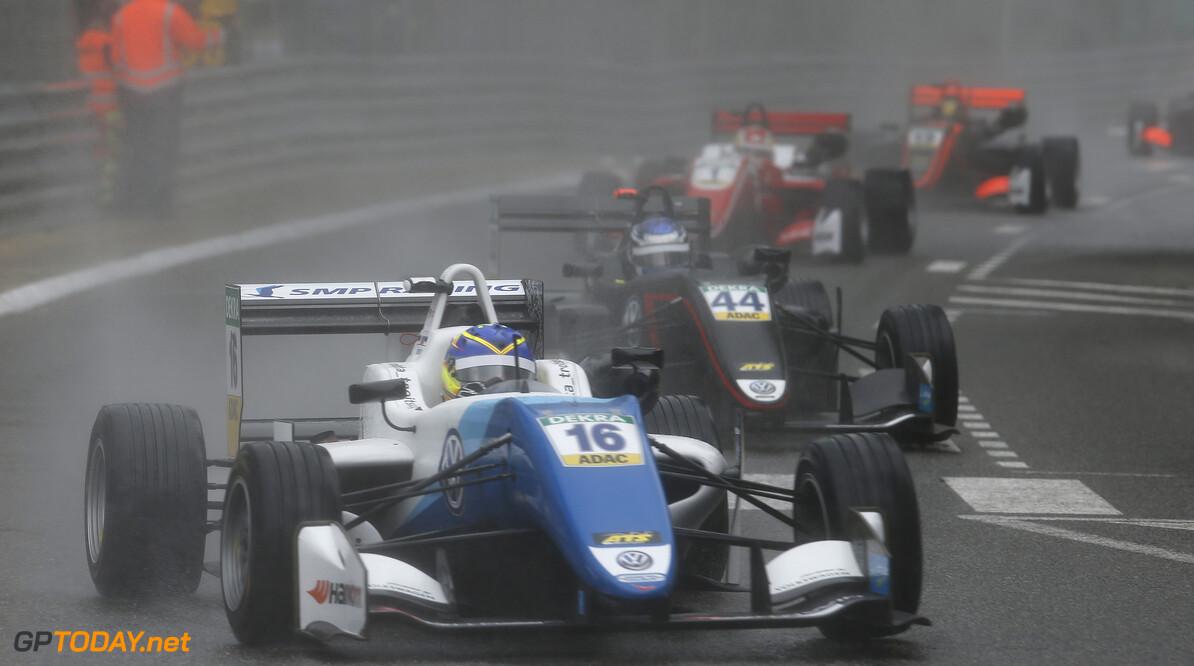 FIA Formula 3 European Championship, round 1, race 3, PAU (FRA) 16 Nikita Troitckii (RUS, Carlin, Dallara F317 - Volkswagen), 44 J?ri Vips (EST, Motopark, Dallara F317 - Volkswagen), FIA Formula 3 European Championship, round 1, race 3, Pau (FRA), 11. - 13. May 2018 FIA Formula 3 European Championship 2018, round 1, race 3, Pau (FRA) Thomas Suer Pau France