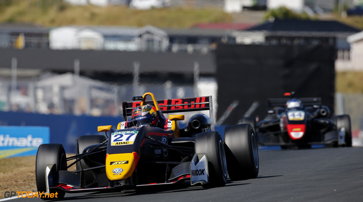 FIA Formula 3 European Championship, round 4, race 1, Zandvoort  27 Daniel Ticktum (GBR, Motopark, Dallara F317 - Volkswagen), 44 J?ri Vips (EST, Motopark, Dallara F317 - Volkswagen), FIA Formula 3 European Championship, round 4, race 1, Zandvoort (NED), 13. - 15. July 2018 FIA Formula 3 European Championship 2018, round 4, race 1, Zandvoort (NED) Thomas Suer Zandvoort Netherlands