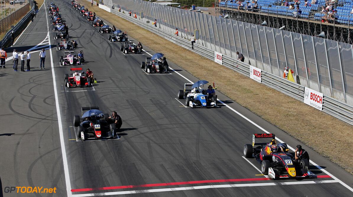 FIA Formula 3 European Championship, round 4, race 3, Zandvoort  Starting grid, 27 Daniel Ticktum (GBR, Motopark, Dallara F317 - Volkswagen), 44 J?ri Vips (EST, Motopark, Dallara F317 - Volkswagen), 16 Nikita Troitckii (RUS, Carlin, Dallara F317 - Volkswagen), FIA Formula 3 European Championship, round 4, race 3, Zandvoort (NED), 13. - 15. July 2018 FIA Formula 3 European Championship 2018, round 4, race 3, Zandvoort (NED) Thomas Suer Zandvoort Netherlands