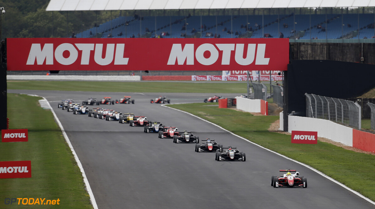 FIA Formula 3 European Championship, round 6, race 2, Silverstone (GBR) Start of the race, 4 Mick Schumacher (DEU, PREMA Theodore Racing, Dallara F317 - Mercedes-Benz) taking the lead from 13 Fabio Scherer (CHE, Motopark, Dallara F317 - Volkswagen), 44 J?ri Vips (EST, Motopark, Dallara F317 - Volkswagen), FIA Formula 3 European Championship, round 6, race 2, Silverstone (GBR), 17. - 19. August 2018 *** Local Caption *** Copyright (c) FIA Formula 3 European Championship / Thomas Suer FIA Formula 3 European Championship 2018, round 6, race 2, Silverstone (GBR) Thomas Suer Silverstone Great Britain