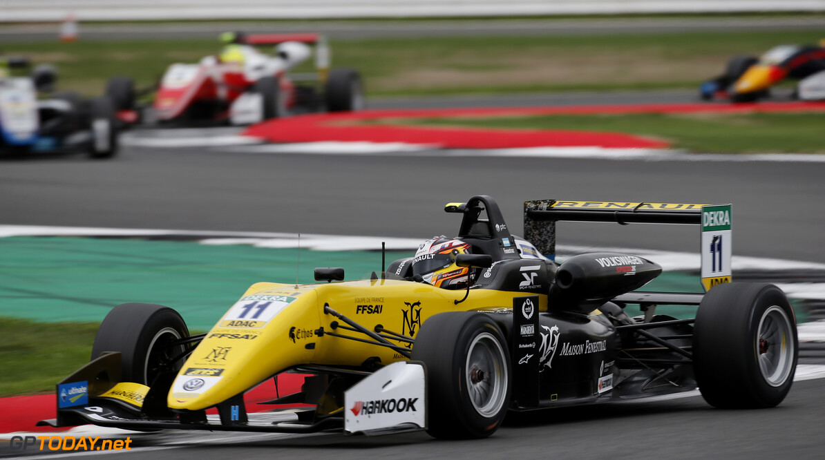 FIA Formula 3 European Championship, round 6, race 3, Silverstone (GBR) 11 Sacha Fenestraz (FRA, Carlin, Dallara F317 - Volkswagen), FIA Formula 3 European Championship, round 6, race 3, Silverstone (GBR), 17. - 19. August 2018 *** Local Caption *** Copyright (c) FIA Formula 3 European Championship / Thomas Suer FIA Formula 3 European Championship 2018, round 6, race 3, Silverstone (GBR) Thomas Suer Silverstone Great Britain