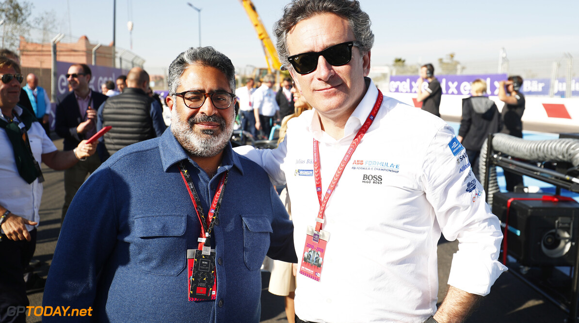 2018 Marrakesh E-prix CIRCUIT INTERNATIONAL AUTOMOBILE MOULAY EL HASSAN, MOROCCO - JANUARY 12: Alejandro Agag, CEO, Formula E, on the grid with a guest during the Marrakesh E-prix at Circuit International Automobile Moulay El Hassan on January 12, 2019 in Circuit International Automobile Moulay El Hassan, Morocco. (Photo by Sam Bloxham / LAT Images) 2018 Marrakesh E-prix Sam Bloxham  Morocco  fegen portrait electric fe