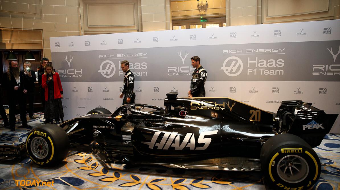 <b>Officieel</b>: Rich Energy Haas trekt doek van zwartgouden bolide