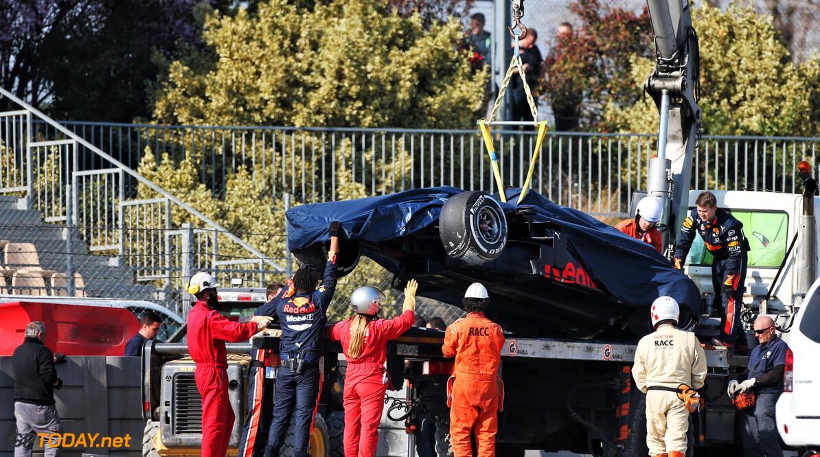<b>Video:</b> Pierre Gasly crasht door eigen fout in bocht 9 in Barcelona