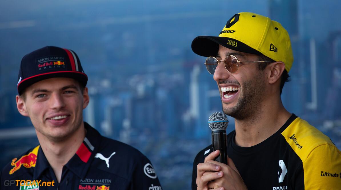 <b>Video:</b> Max Verstappen en Daniel Ricciardo maken lol en missen elkaar