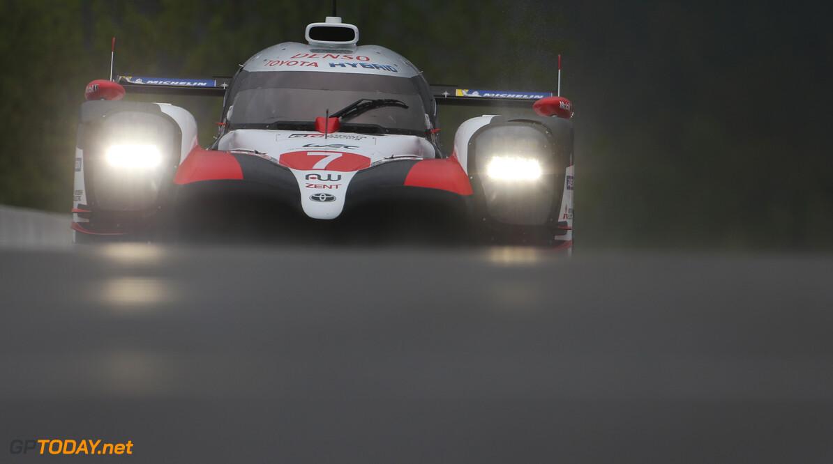 Halverwege 24 uur van Le Mans met Toyota #7 aan de leiding