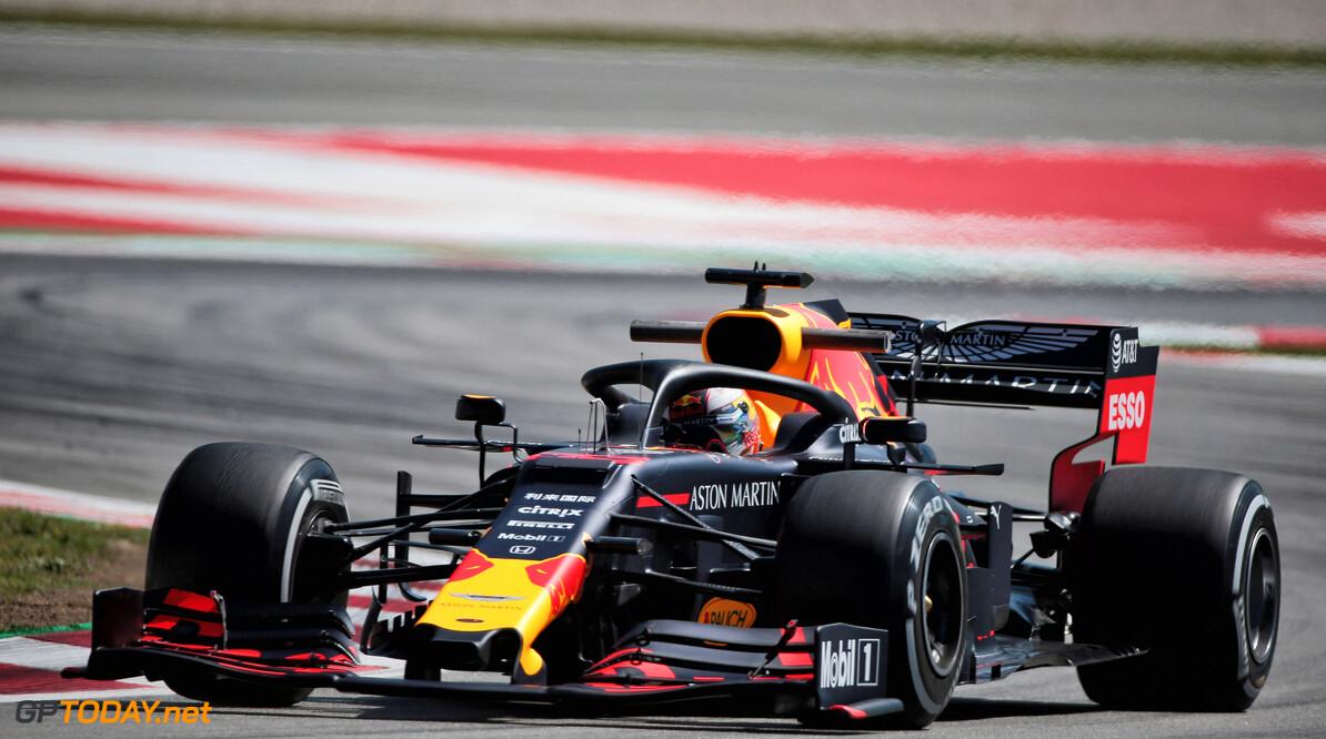 """Verstappen gematigd tevreden na trainingen: """"Gat naar Mercedes representatief"""""""