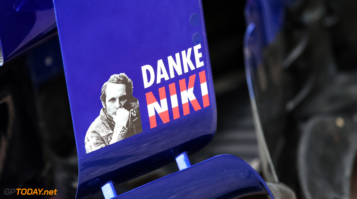Formule 1-teams eren Niki Lauda