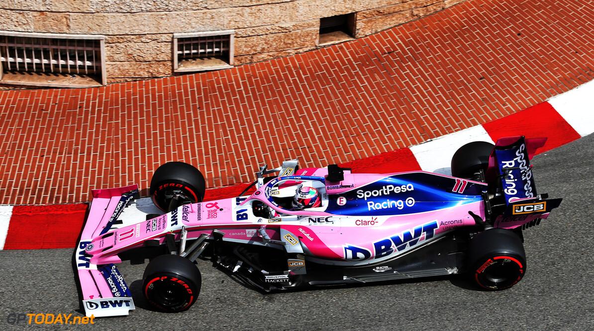 <b>Video: </b>Perez raakt marshals Monaco bijna