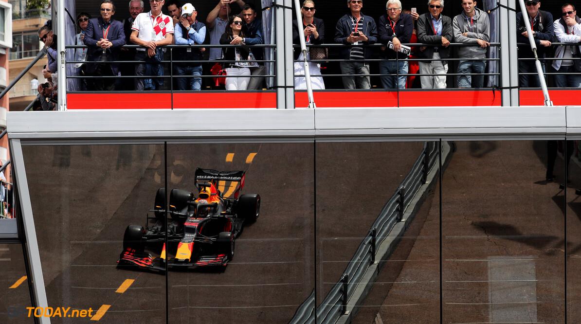 """Hamilton staat achter straf Verstappen: """"Uiteindelijk betaal je als team de prijs"""""""