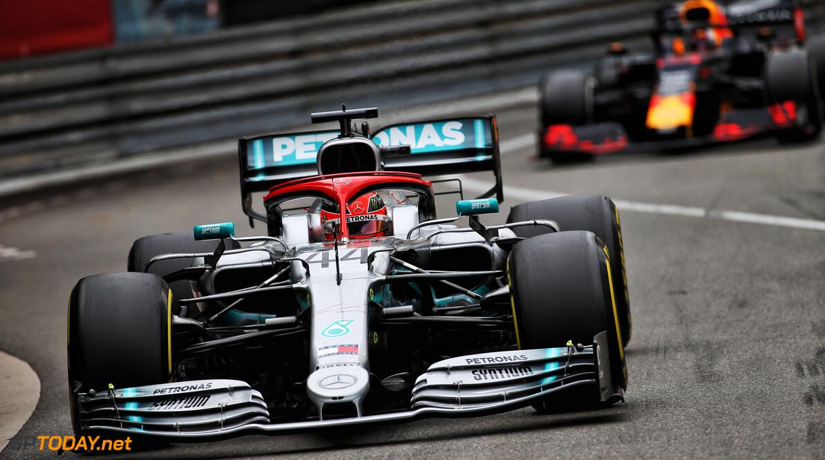 <b>Grand Prix van Monaco</b>: Straf werpt Verstappen terug naar P4, Hamilton wint