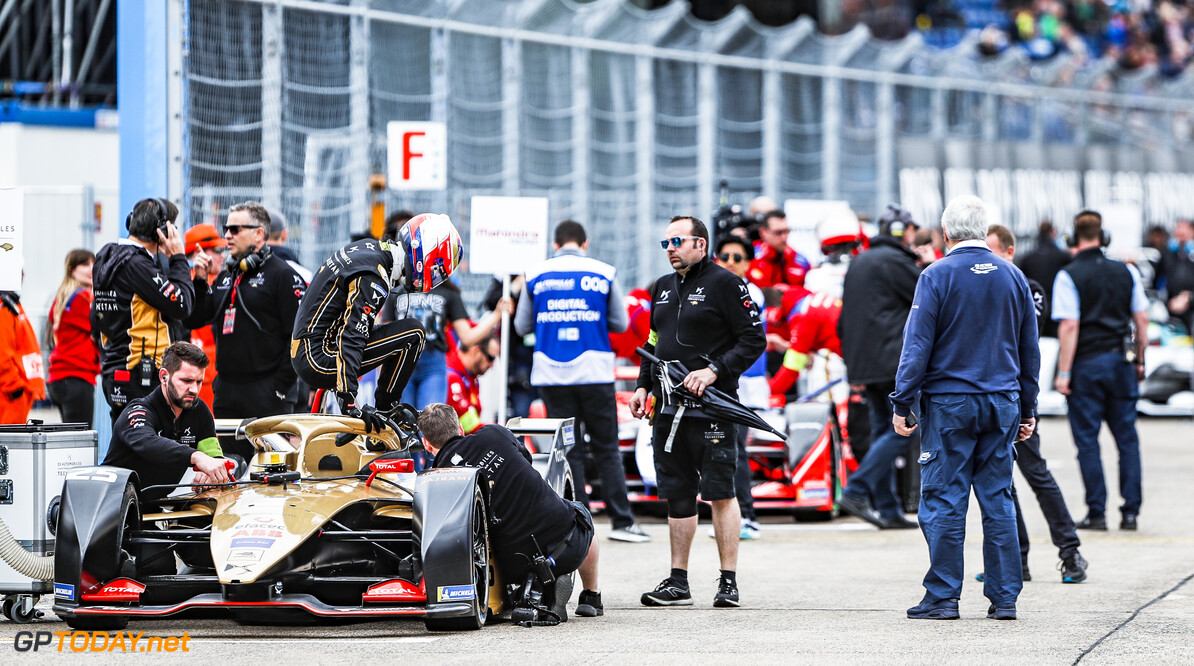 2019 Berlin E-prix BERLIN TEMPELHOF AIRPORT, GERMANY - MAY 25: Jean-Eric Vergne (FRA), DS TECHEETAH, gets out of his DS E-Tense FE19 on the grid during the Berlin E-prix at Berlin Tempelhof Airport on May 25, 2019 in Berlin Tempelhof Airport, Germany. (Photo by Sam Bloxham / LAT Images) 2019 Berlin E-prix Sam Bloxham  Germany  portrait helmet electric FE open wheel