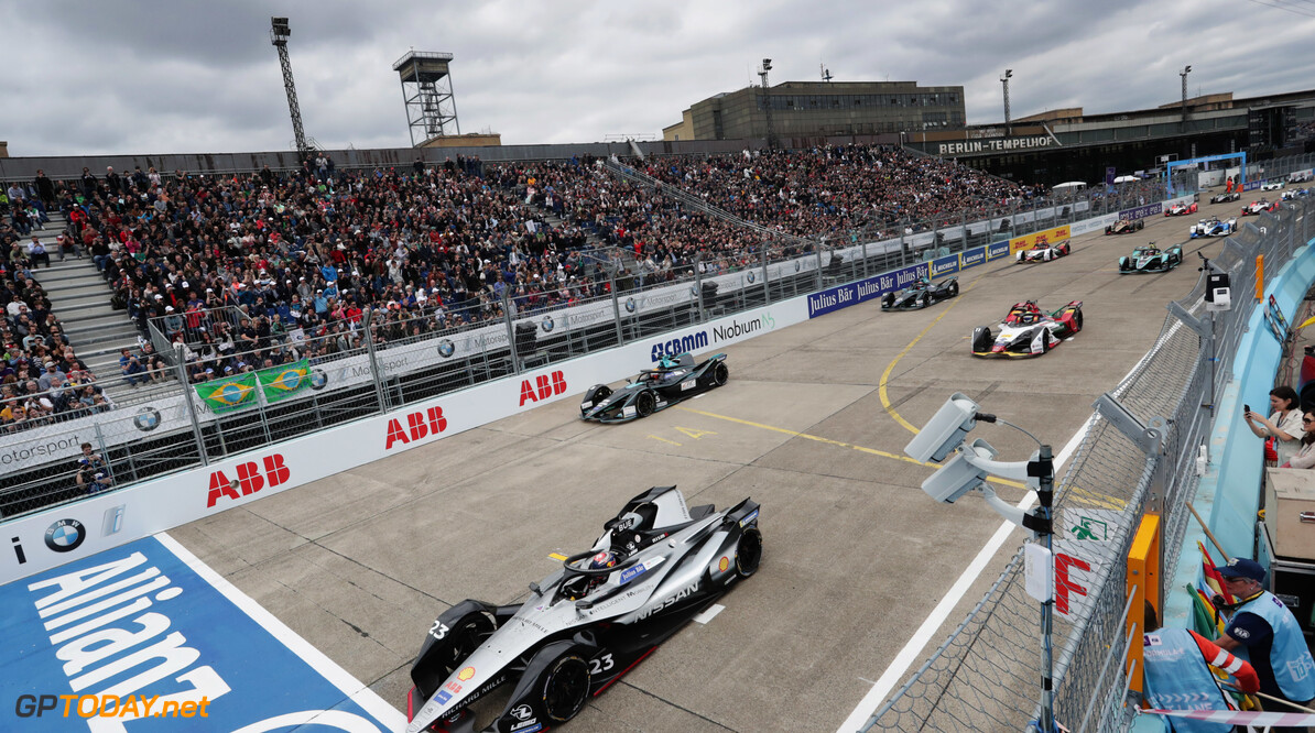 2019 Berlin E-prix BERLIN TEMPELHOF AIRPORT, GERMANY - MAY 25: S?bastien Buemi (CHE), Nissan e.Dams, Nissan IMO1, leads at the start of the race during the Berlin E-prix at Berlin Tempelhof Airport on May 25, 2019 in Berlin Tempelhof Airport, Germany. (Photo by Alastair Staley / LAT Images) 2019 Berlin E-prix Alastair Staley  Germany  action ts-live electric FE open wheel