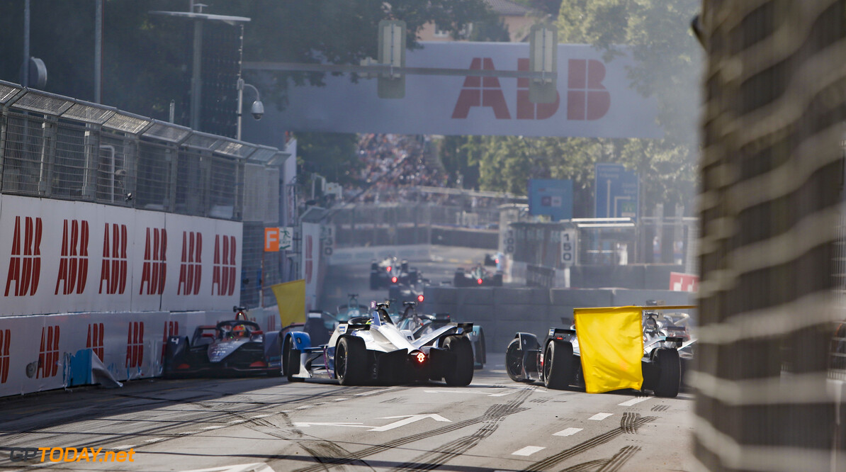 2019 Bern E-prix BERN STREET CIRCUIT, SWITZERLAND - JUNE 22: Yellow flag for the pile up of Robin Frijns (NLD), Envision Virgin Racing, Audi e-tron FE05 Gary Paffett (GBR), HWA Racelab, VFE-05, Oliver Rowland (GBR), Nissan e.Dams, Nissan IMO1 and Andre Lotterer (DEU), DS TECHEETAH, DS E-Tense FE19 during the Bern E-prix at Bern Street Circuit on June 22, 2019 in Bern Street Circuit, Switzerland. (Photo by Andrew Ferraro / LAT Images) 2019 Bern E-prix Andrew Ferraro  Switzerland  action crash shunt ts-live electric FE open wheel