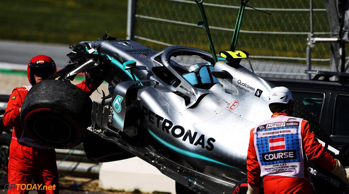 <b>VT2</b>: Verstappen en Bottas crashen op Red Bull Ring, Leclerc de snelste