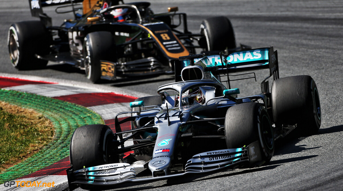 Front wing flap failure caused Hamilton's wing change
