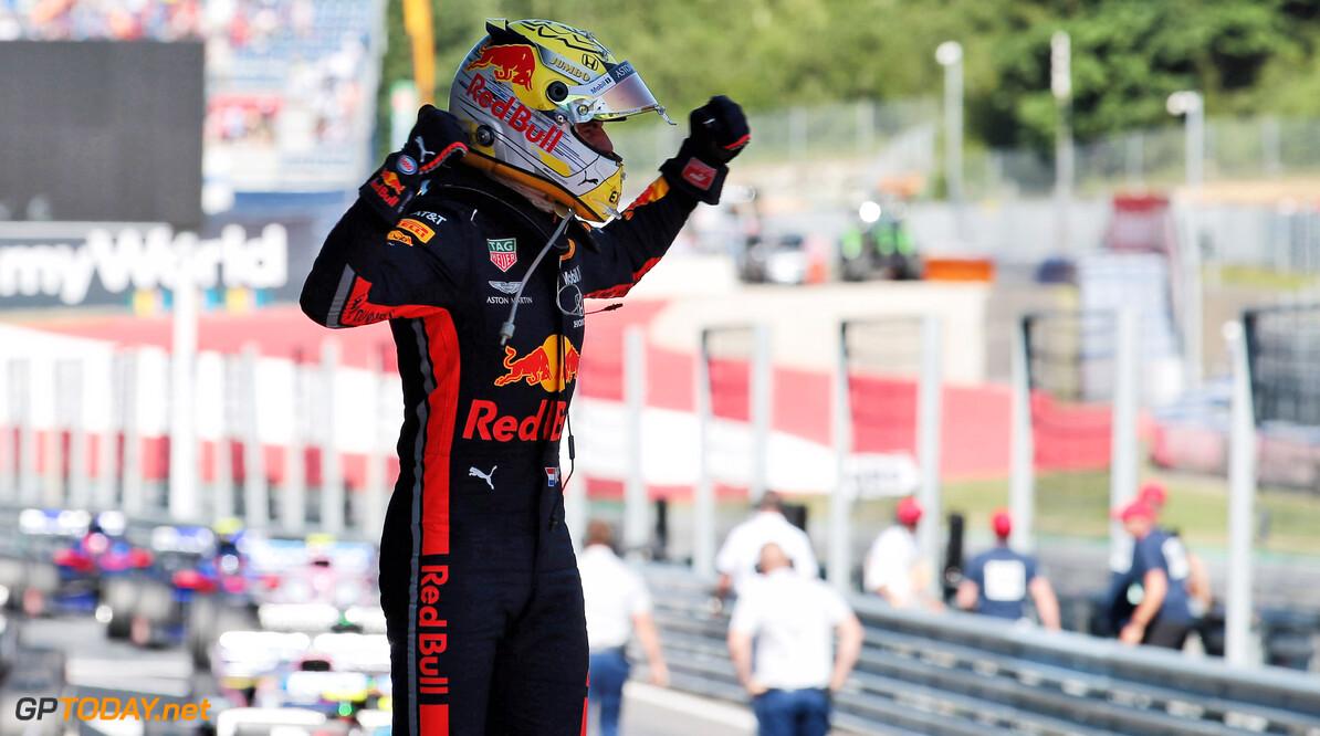 """Rosberg geniet van inhaalrace Verstappen: """"Maar hij verdiende wel straf"""""""