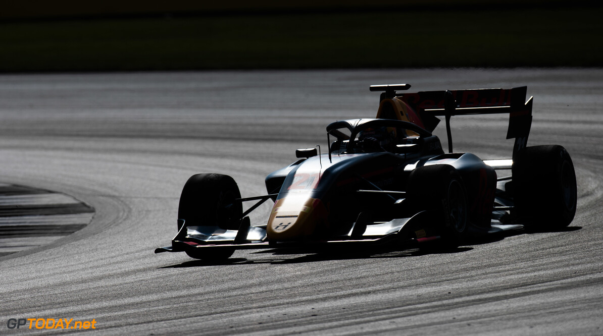 <strong>Qualifying: </strong> Vips leaves it late to take Feature Race pole