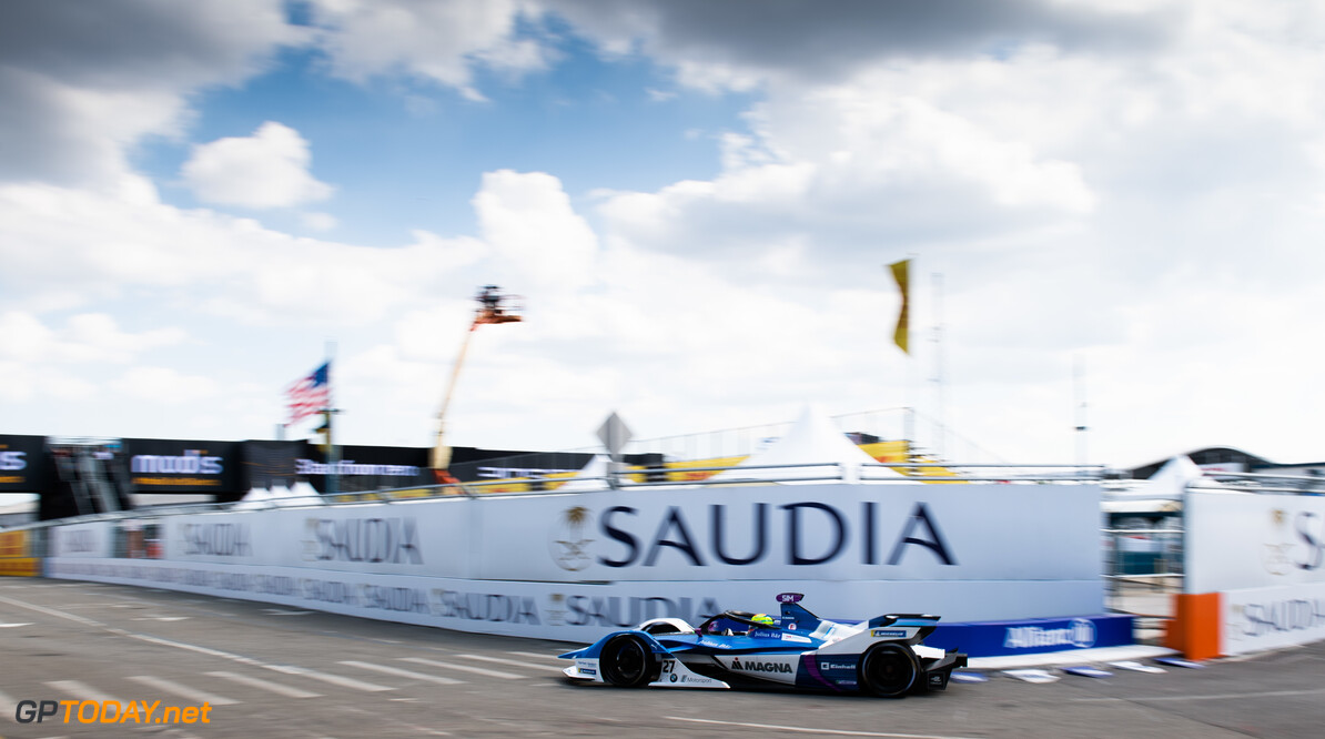 <strong>FP1:</strong> Sims leads Buemi in New York