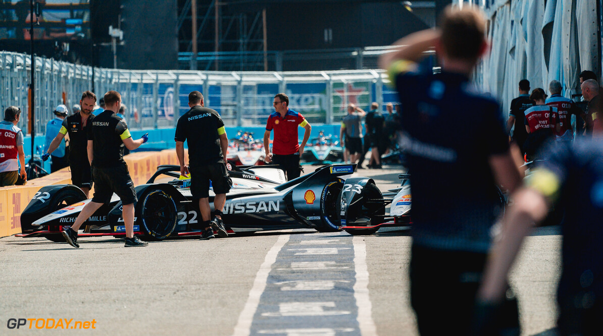 2019 New York City E-prix I BROOKLYN STREET CIRCUIT, UNITED STATES OF AMERICA - JULY 12: Oliver Rowland (GBR), Nissan e.Dams, Nissan IMO1 in the pit lane during the New York City E-prix I at Brooklyn Street Circuit on July 12, 2019 in Brooklyn Street Circuit, United States of America. (Photo by LAT Images) 2019 New York City E-prix I Dan Bathie  United States of America  pits mechanics electric FE open wheel
