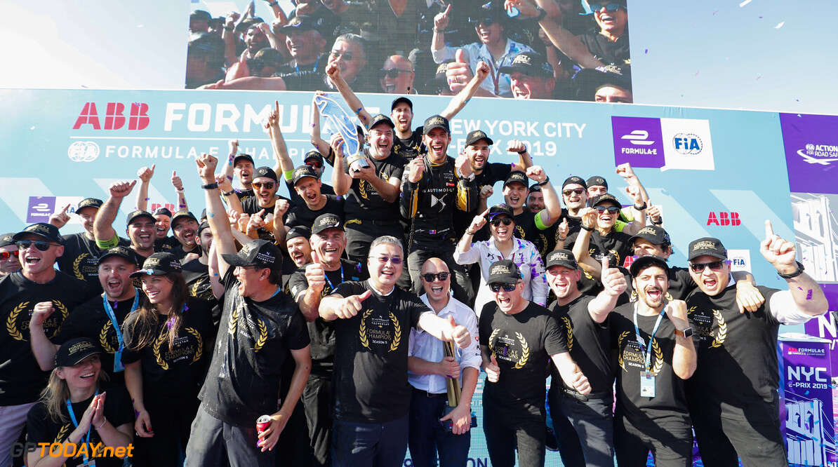 2019 New York City E-prix II BROOKLYN STREET CIRCUIT, UNITED STATES OF AMERICA - JULY 14: DS Techeetah team photo on the podium after Jean-Eric Vergne (FRA), DS TECHEETAH wins the championship during the New York City E-prix II at Brooklyn Street Circuit on July 14, 2019 in Brooklyn Street Circuit, United States of America. (Photo by Sam Bloxham / LAT Images) 2019 New York City E-prix II Sam Bloxham  United States of America  portrait podium celebration ts-live electric FE open wheel