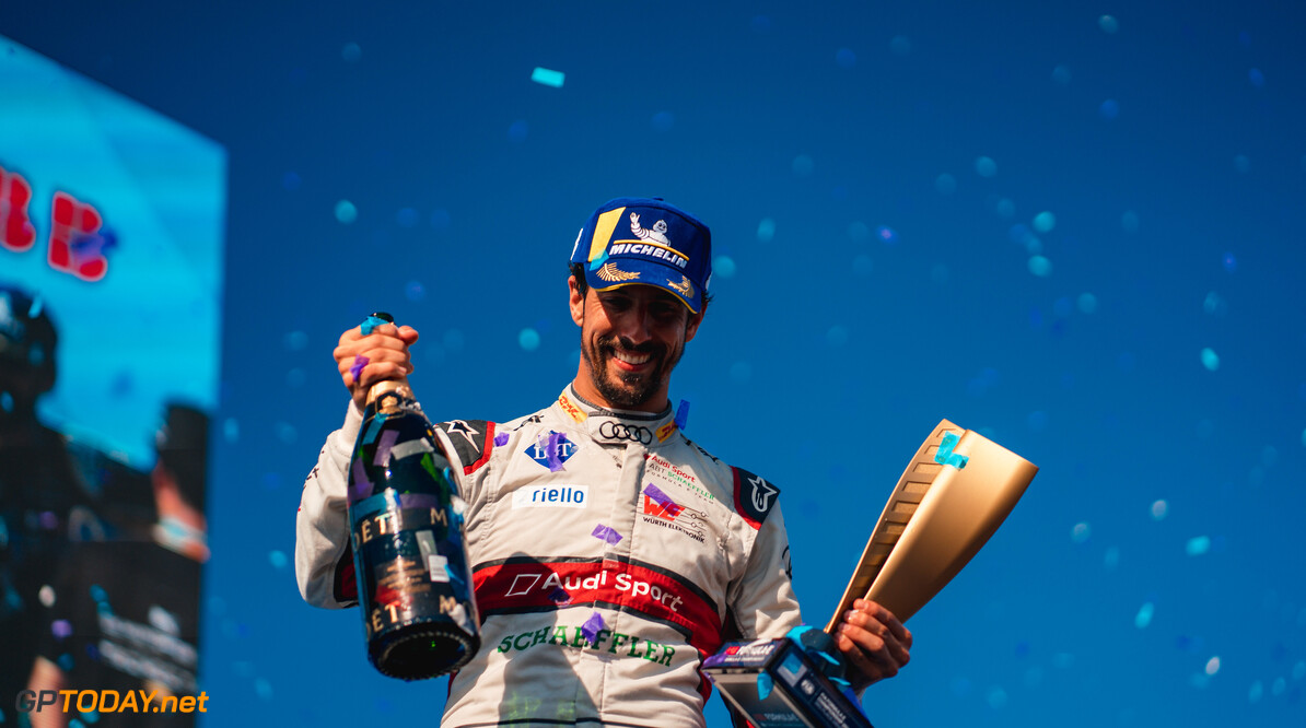 2019 New York City E-prix II BROOKLYN STREET CIRCUIT, UNITED STATES OF AMERICA - JULY 14: Lucas Di Grassi (BRA), Audi Sport ABT Schaeffler celebrates 3rd position in the championship on the podium during the New York City E-prix II at Brooklyn Street Circuit on July 14, 2019 in Brooklyn Street Circuit, United States of America. (Photo by LAT Images) 2019 New York City E-prix II Dan Bathie  United States of America  portrait trophy champagne electric FE open wheel