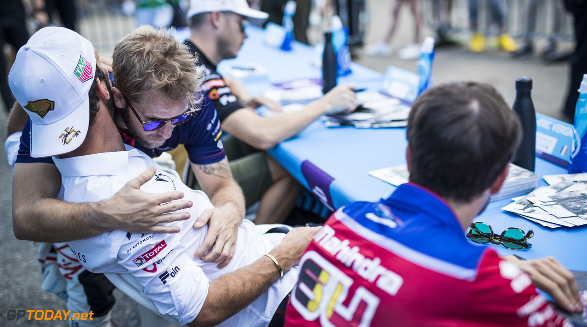 2019 New York City E-prix II BROOKLYN STREET CIRCUIT, UNITED STATES OF AMERICA - JULY 14: Jean-Eric Vergne (FRA), DS TECHEETAH and Sam Bird (GBR), Envision Virgin Racing at the autograph session during the New York City E-prix II at Brooklyn Street Circuit on July 14, 2019 in Brooklyn Street Circuit, United States of America. (Photo by Sam Bloxham / LAT Images) 2019 New York City E-prix II Sam Bloxham  United States of America  portrait electric FE open wheel