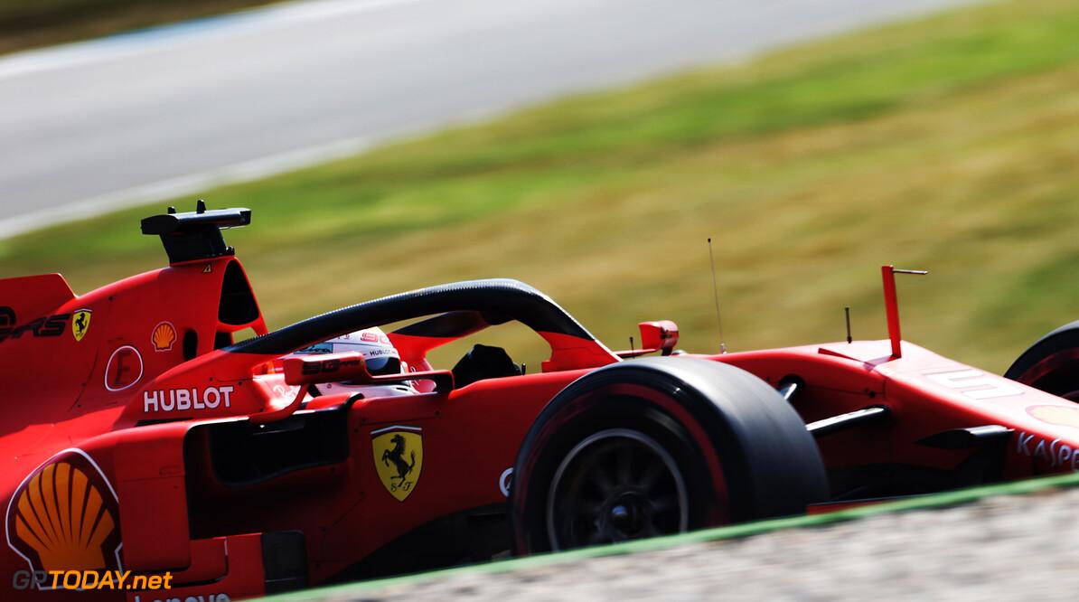 <b>Video: </b>Vettel maakt hilarische handbewegingen naar collega's