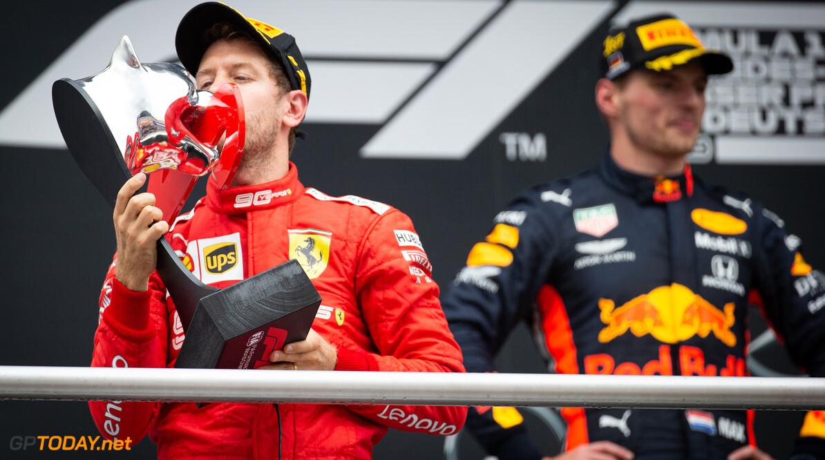 """Villeneuve: """"Verstappen kon zich zo ontwikkelen door vertrouwen Marko en Red Bull"""""""