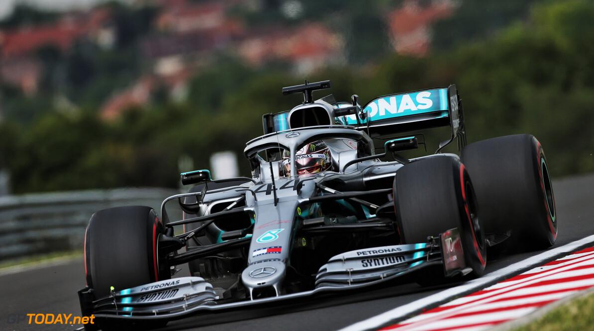 <b>VT1</b>: Hamilton blijft Verstappen en Vettel een tiende voor op Hungaroring