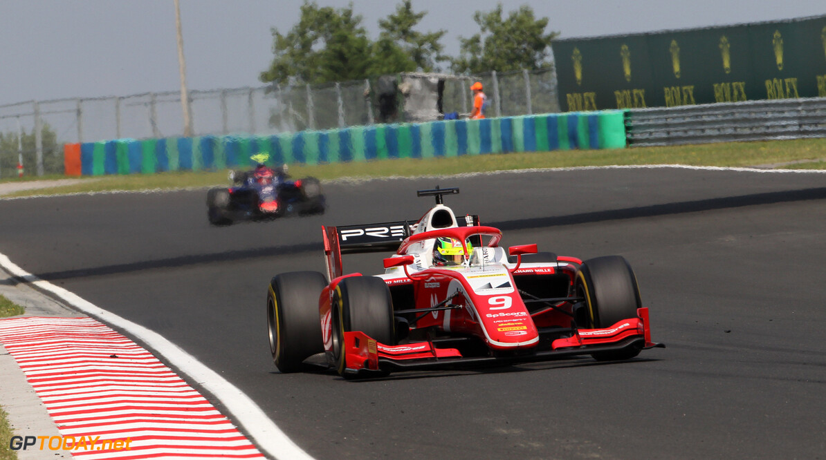 <strong>Sprint Race:</strong> Schumacher holds off Matsushita to take first F2 win
