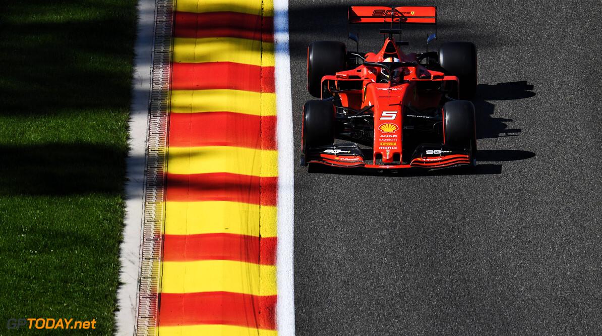 <b>VT1</b>: Ferrari domineert voor Red Bull Racing