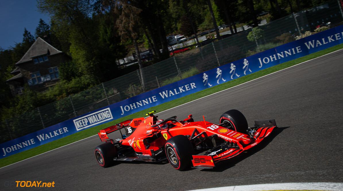 Leclerc pakt oppermachtig derde pole, Verstappen vijfde