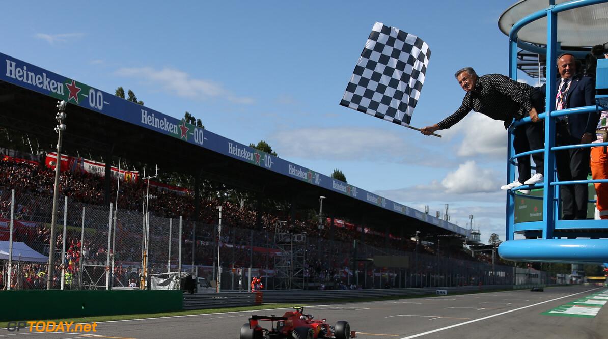 Formule 1 gaat weer echte geblokte vlag gebruiken om einde race aan te duiden